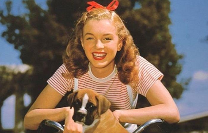 Неизвестные снимки юной Мэрилин Монро в начале ее карьеры.