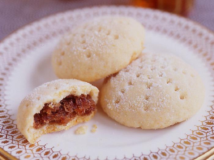 Манные печенья с орехами.