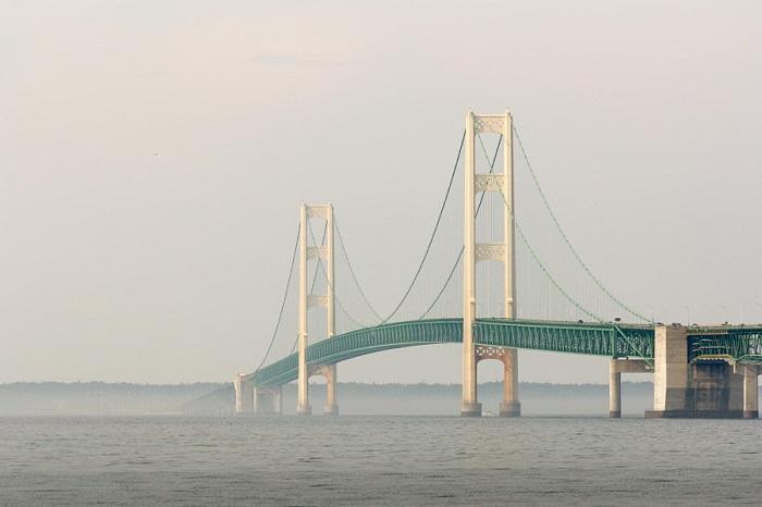 Один из самых длинных мостов в Америке.