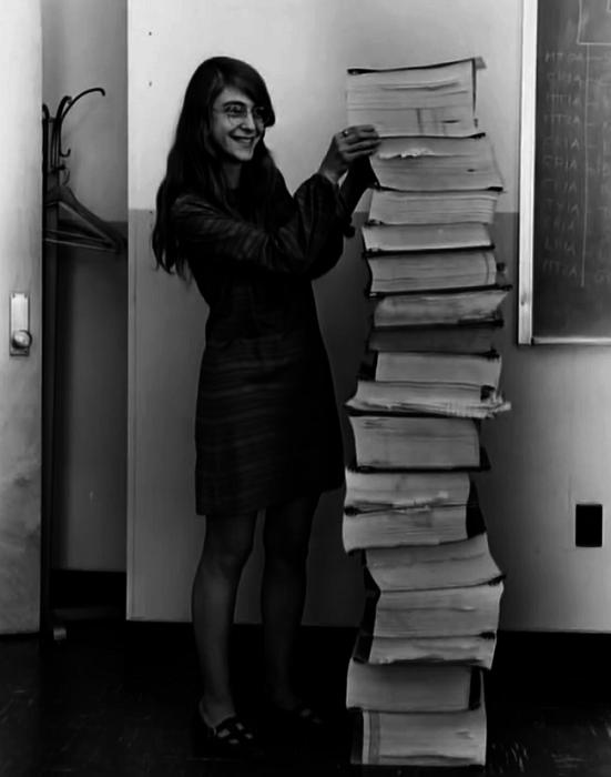 Маргарет Гамильтон (Margaret Hamilton), ведущий разработчик программного обеспечения проекта «Аполлон».