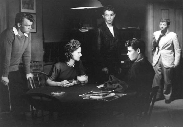 Кадр из американского драматического фильма 1947 года.