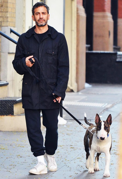 Невилл ведет светский образ жизни: путешествует с Марком, снимается в фотосессиях с моделями, участвует в рекламных кампаниях своего хозяина, снимается для обложек глянцевых журналов.