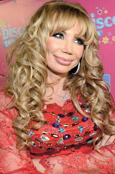 Российская поп-певица выглядит очень молодо, что не удивительно – звезда является большой поклонницей пластической хирургии.