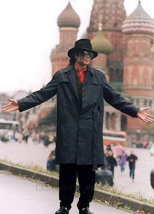 Майкл Джексон прогуливается по Красной площади.