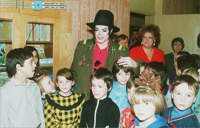 В ходе своего московского визита Майкл несколько раз встречался с детьми.