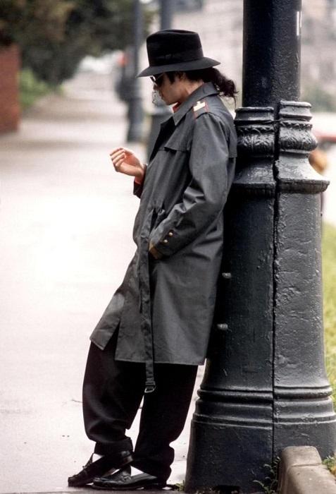 Майкл Джексон в милицейской форме в центре Москвы.
