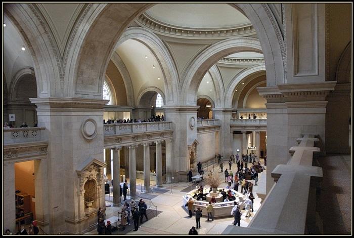 Один из крупнейших художественных музеев в мире и главная достопримечательность Нью-Йорка.