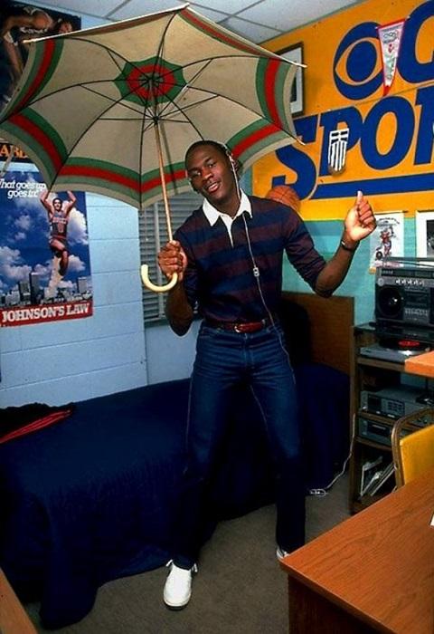 Майкл в общежитии колледжа, 1982 год.