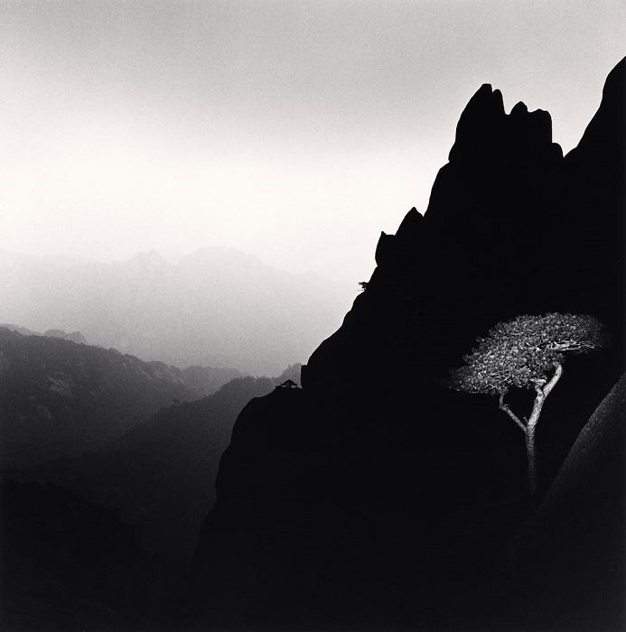 Снимки Майкла Кенны отличаются лаконичностью и минимализмом, которые лишь подчеркивают красоту отдельных деталей.