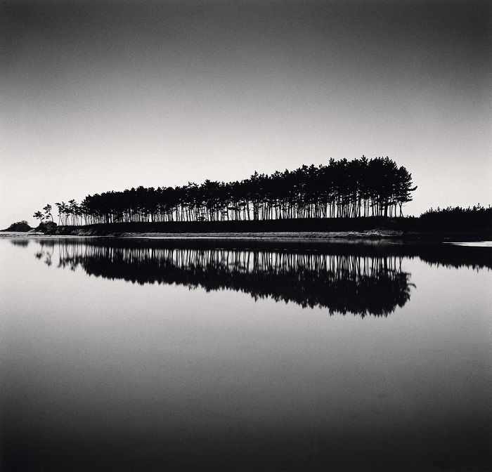 Свои минималистичные черно-белые фотографии Майкл приравнивает к традиционной японской поэзии хайку.