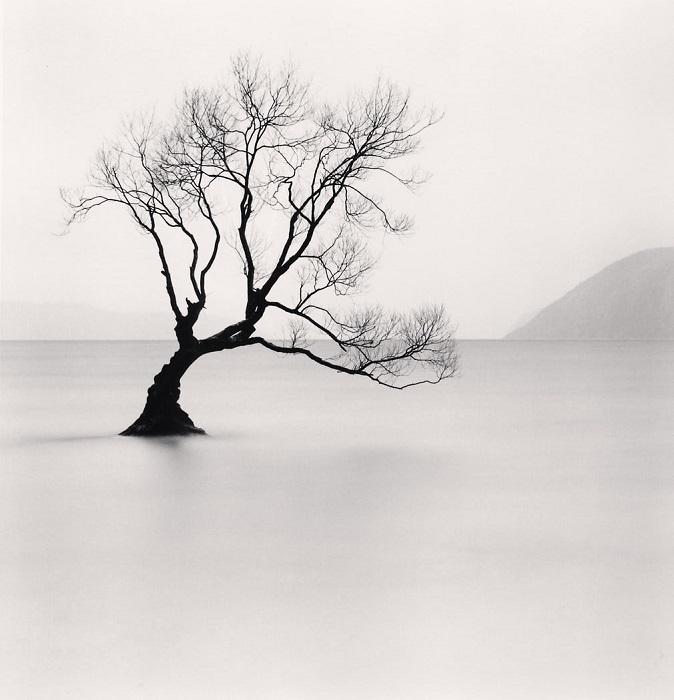 Именно там Майкл Кенна создает те неповторимые нюансы, которые отличают его снимки от работ других фотографов.
