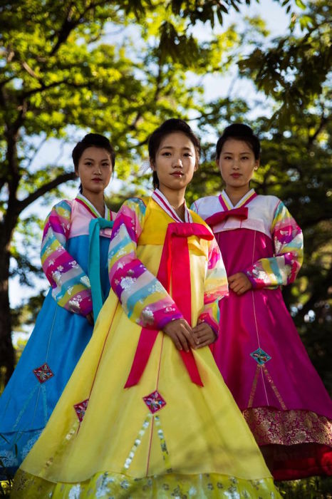 Девушки из Синыйджу — города, граничащего с Китаем.