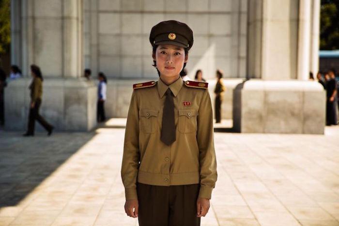 Женщины в униформе встречаются в Северной Корее чаще, чем в любой другой стране.