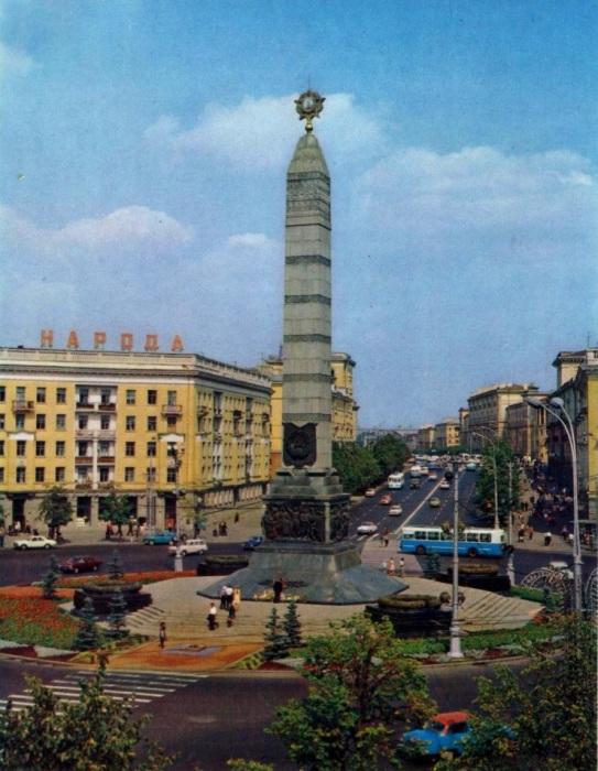 Одна из самых величественных и торжественных площадей столицы Беларуси.