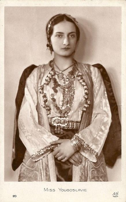 Стефани Дробняк.