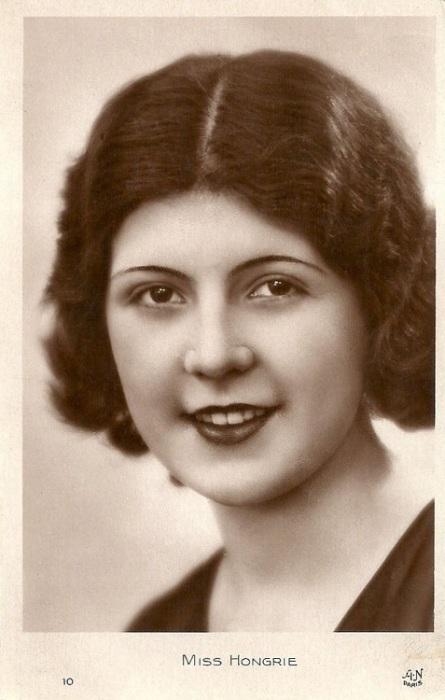 Мария Папст.