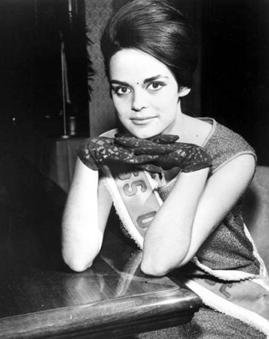 Коринна стала первой победительницей конкурса «Мисс Вселенная 1964» от Греции.