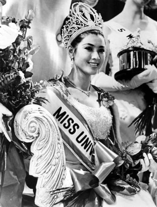 Первая представительница Таиланда, победившая на конкурсе «Мисс Вселенная 1965».