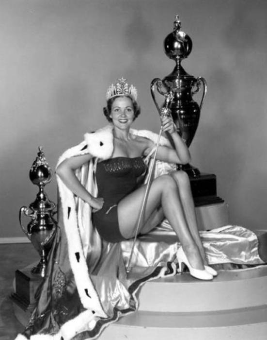 Американская фотомодель, победительница конкурса «Мисс Вселенная 1954».