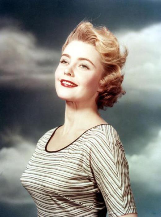 Мисс Швеция и четвёртая победительница конкурса «Мисс Вселенная 1955».
