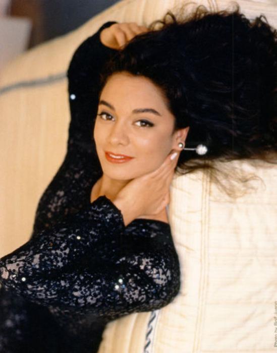 Кенийская актриса и победительница конкурса «Мисс Вселенная 1991».