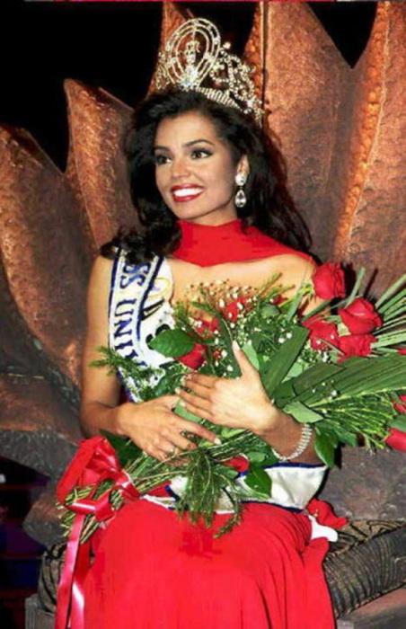 Первая мультирасовая претендентка, завоевавшая титул «Мисс Вселенная 1995».