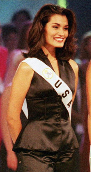 Победительница конкурса «Мисс Вселенная 1997».