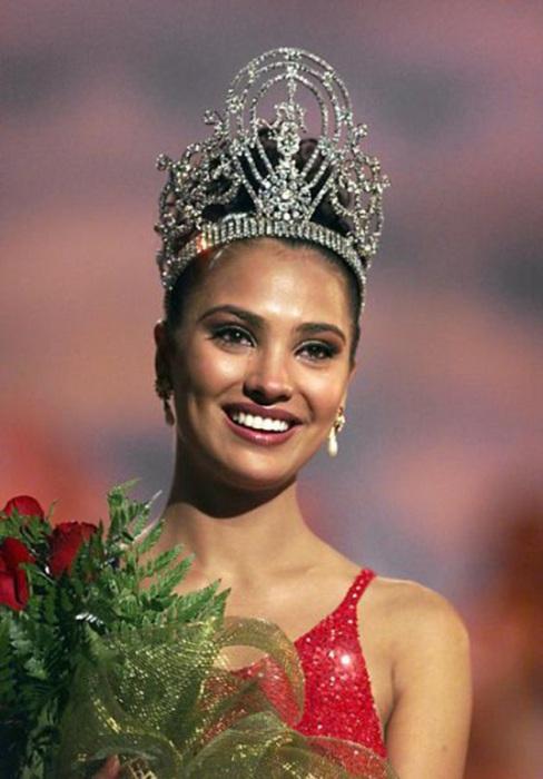 Индийская модель, актриса и победительница конкурса «Мисс Вселенная 2000».