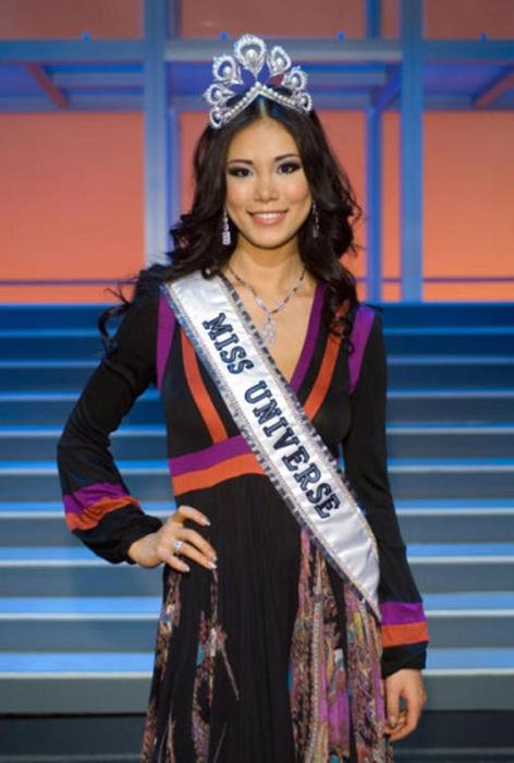 Японская модель, королева красоты, учительница танцев, победительница конкурса «Мисс Вселенная 2007».
