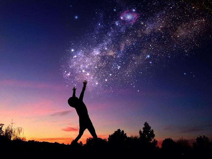Свечение на ночном небе от миллиардов звезд нашей Галактики. Фотограф Ali Jardine.