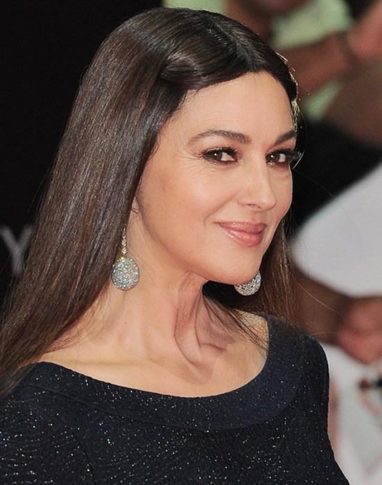«Многие боятся потерять свою красоту, но я отношусь к этому спокойно. Мы не властны над старостью. Так что нужно просто смириться с тем, что все мы становимся старше», — говорит актриса.