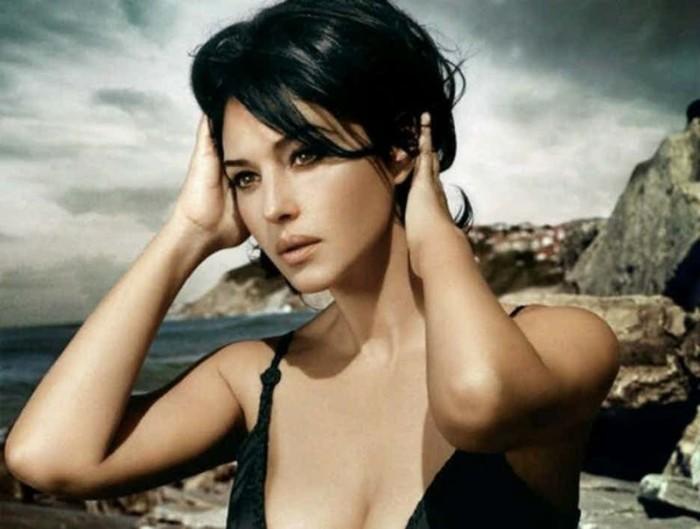 Восхитительная Моника давно перестала быть моделью, но позирует фотографам с большим удовольствием.