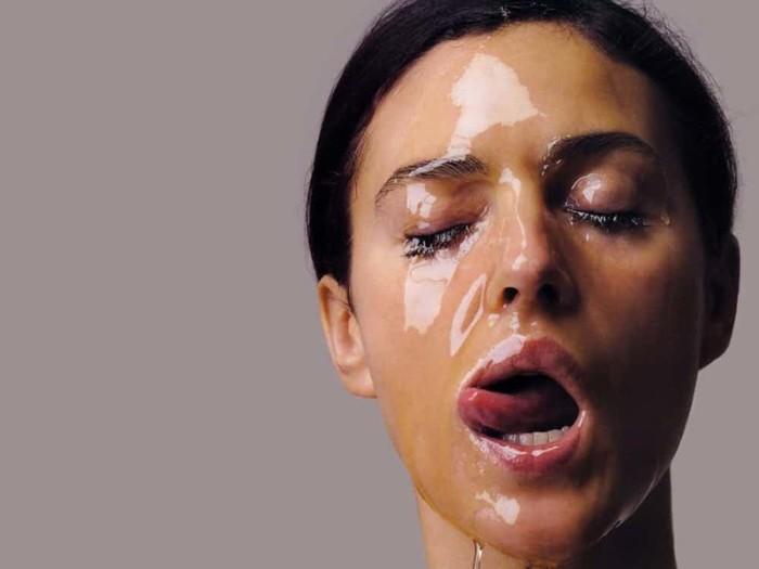 Одна из пикантных фотографий талантливой итальянской актрисы.