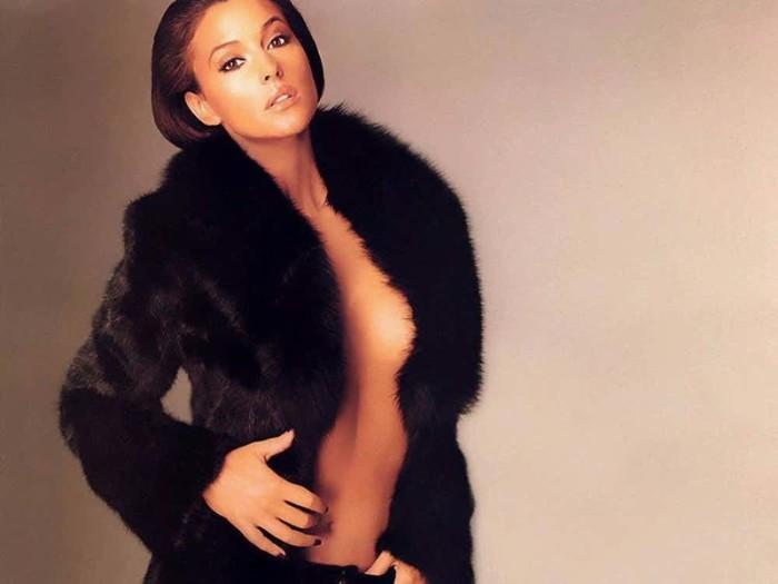 Яркая запоминающаяся внешность вместе с непревзойденным талантом сделали Монику любимицей многих поклонников.