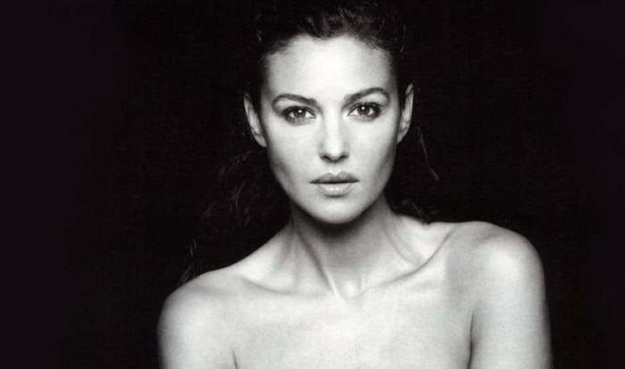 Прекрасная итальянская фотомодель часто снималась обнаженной, привлекая внимание многих мужчин к своей персоне.