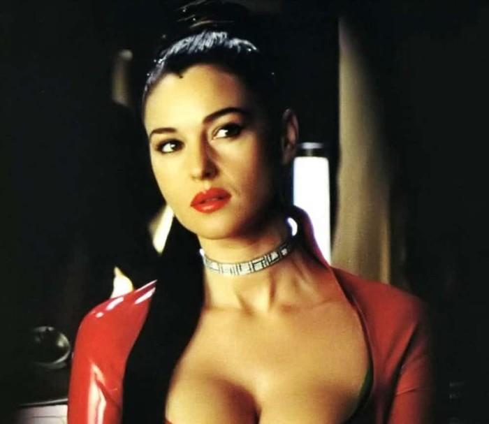 Маленькая эпизодическая роль жены Дракулы в одноименном фильме полностью перевернула жизнь Моники Беллуччи – она начала карьеру киноактрисы.