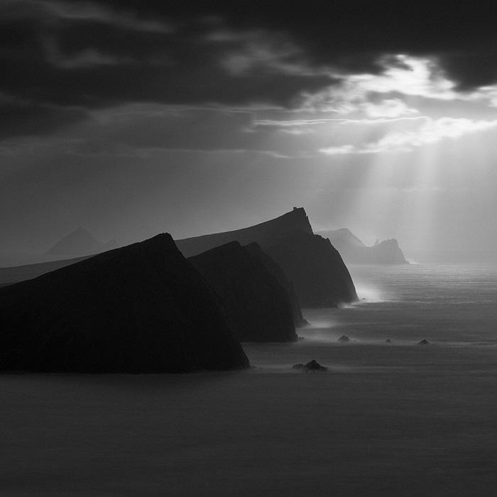 Вторым в номинации «Пейзажи» признан ирландский фотограф Джон Кроули (John Crowley) за снимок знаменитых скал на полуострове Дингл (Ирландия).