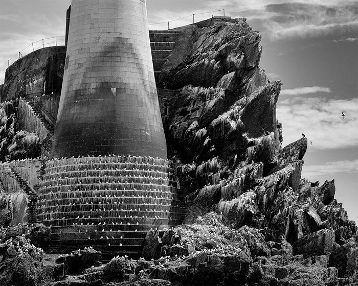 Вторым в категории «Архитектура» стал ирландский фотограф Фрэнк Линч (Frank Lynch), запечатлевший известный маяк на скале Фастнет в Ирландии.