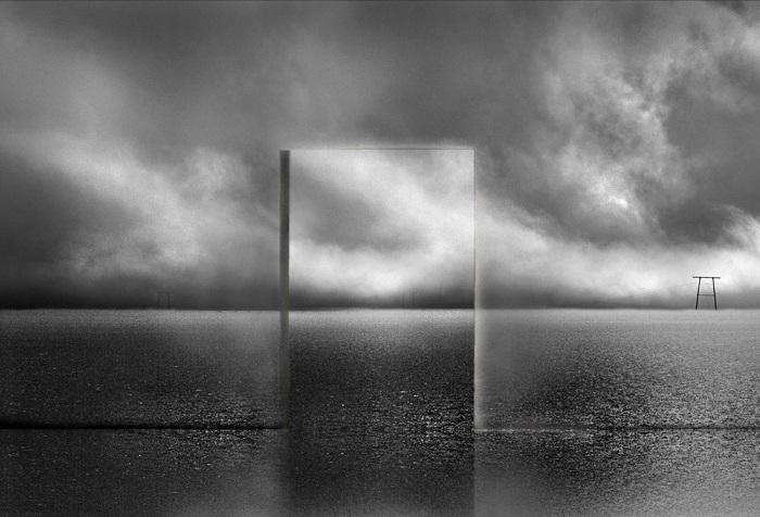 Лучшим в категории «Концептуальное фото» признан французский фотограф Мишель Кирх (Michel Kirch) за снимок из серии «Сущность».