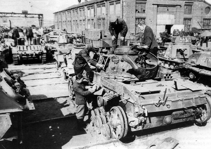 Бронетанковый ремзавод был организован в годы войны на территории завода «Подъемник».
