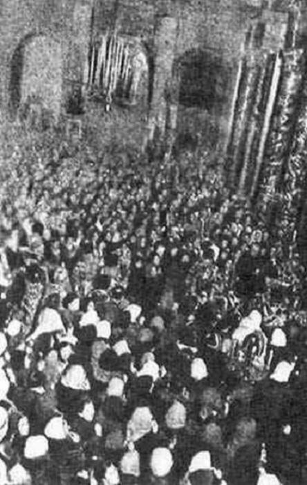 В ночь с 4 на 5 апреля 1942 года Москва отмечала Пасху.