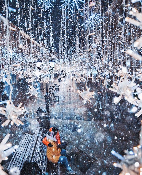Зима — то время года, когда любящие сердца согревают друг друга.