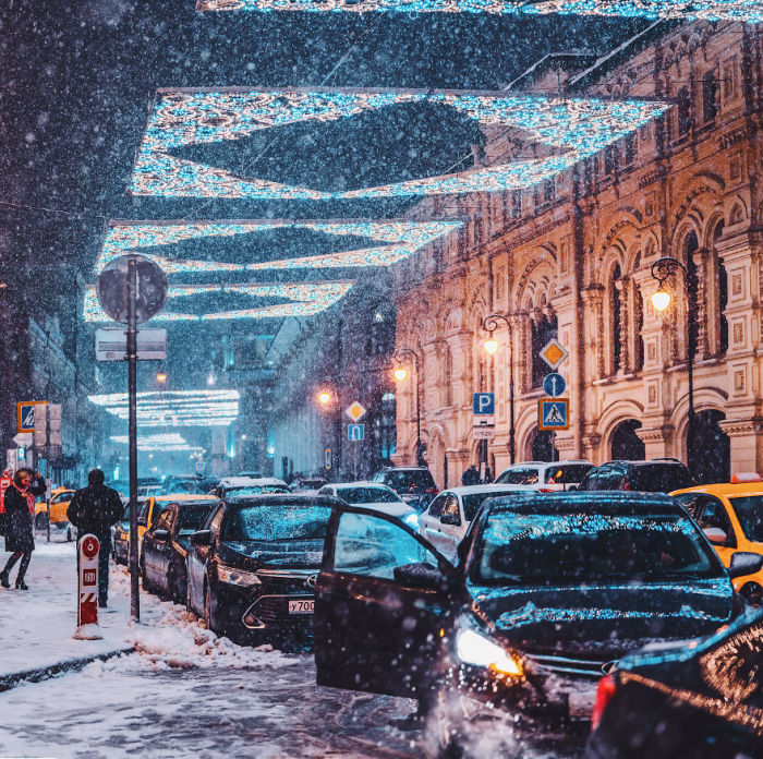 «Снегопад века» превратил автомобильные поездки в приключения.