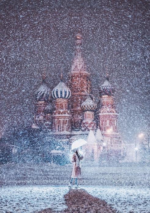 А с небес летят снежинки...