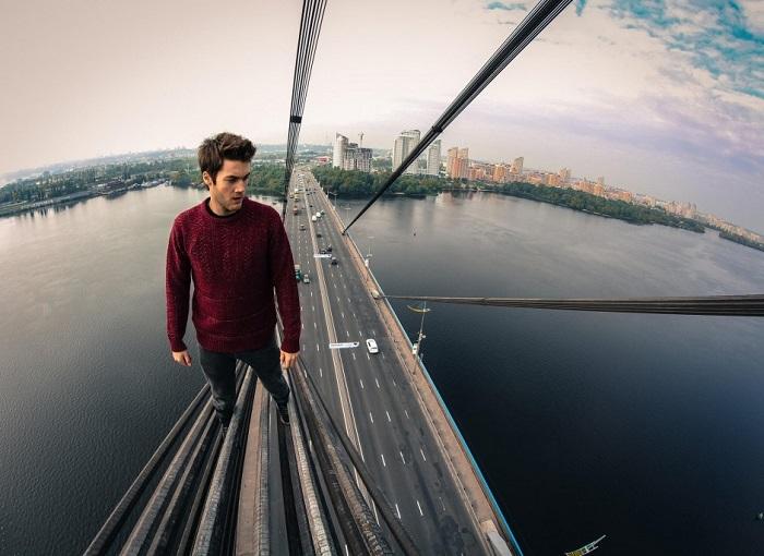 Один из важнейший автотранспортных мостов через Днепр в Киеве.