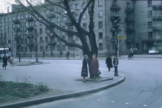 Обычный день советских граждан.