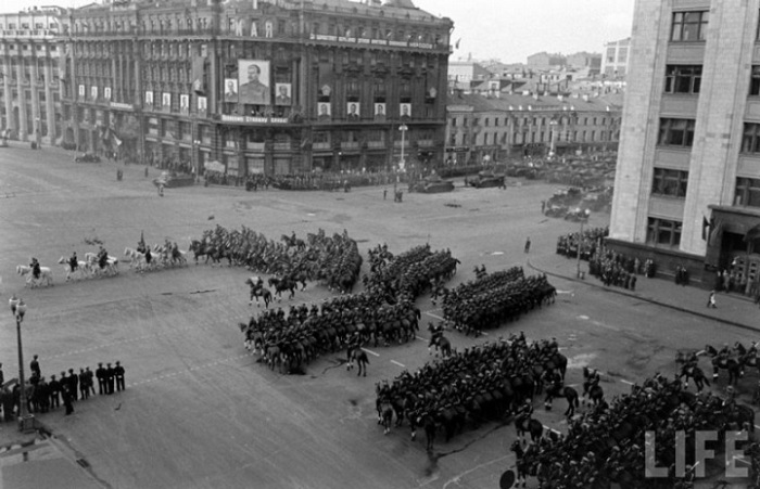 Кавалерийские войска на параде 1 мая 1947 года. Москва.