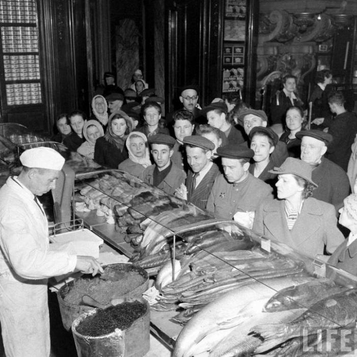 Елисеевский гастроном, Москва, 1947г.