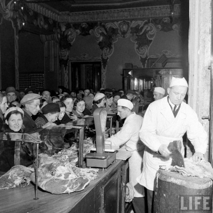 Голод заканчивался и впереди, как многим казалось, должно было быть счастливое и сытое будущее, Москва, 1947 г.