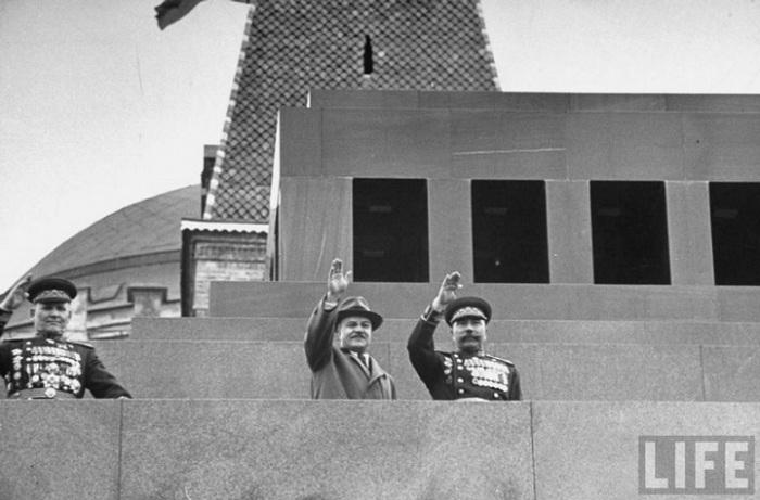 Первомайская демонстрация, 1947 год.